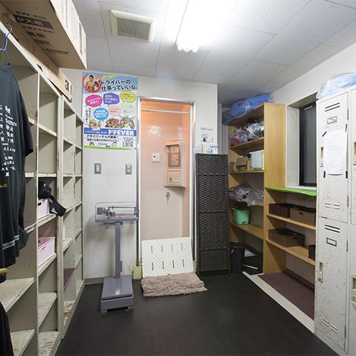 埼玉県三郷市三郷の治政館というキックボクシングジムにある更衣室